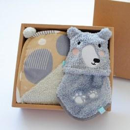 黑熊與球球禮盒-二件組(毛毛帕+球球巾)